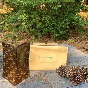 💯 Authentic Louis Vuitton Monogram Checkbook